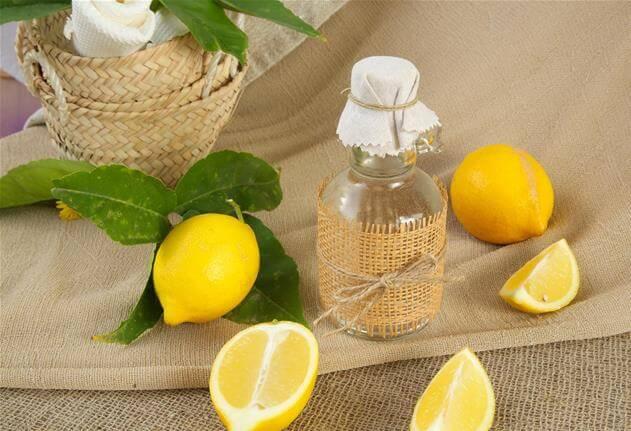 Utiliser le vinaigre de cidre et le citron pour plus de brillance