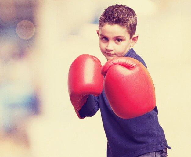 enfant gant de boxe rouge
